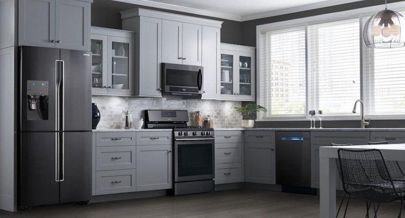 Закриті фасади меблів дозволяють полегшити прибирання на кухні