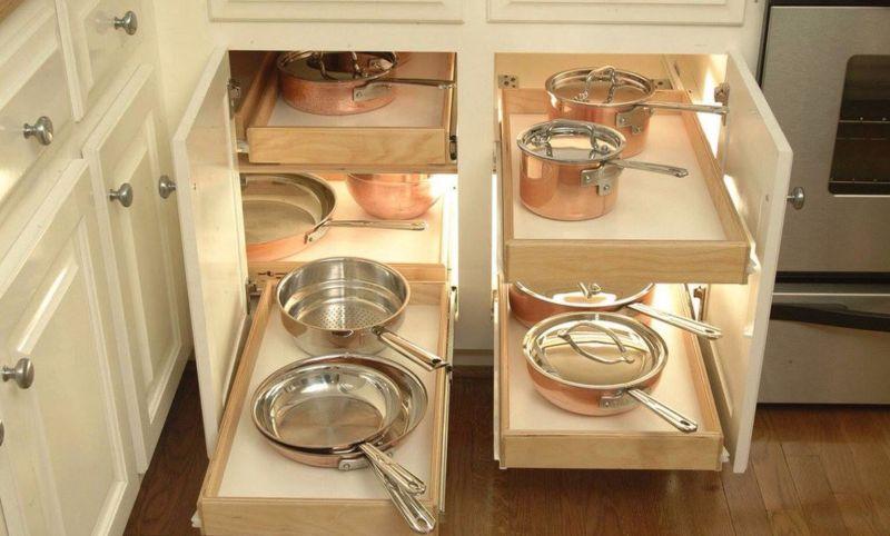 Наявність достатньої кількості місць для зберігання значно спрощує прибирання на кухні