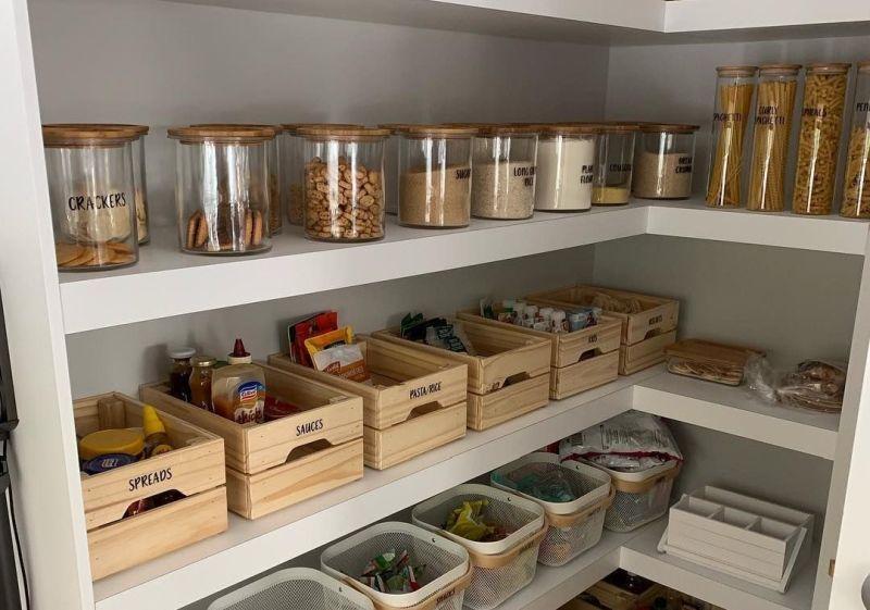 Контейнери для зберігання зі скла, дерева та металу