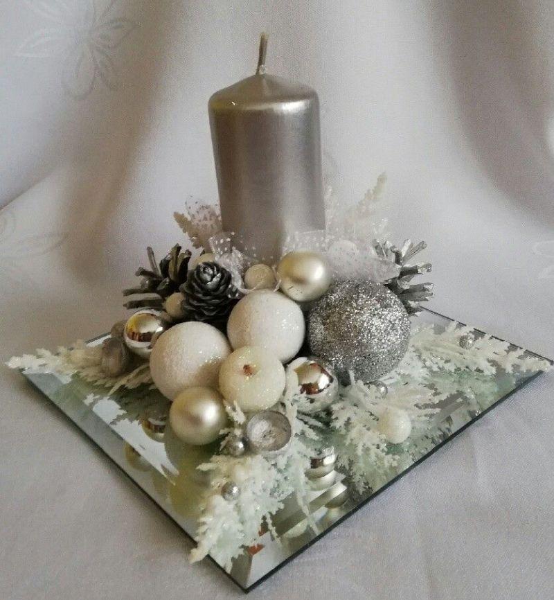 Срібляста новорічна композиція зі свічкою