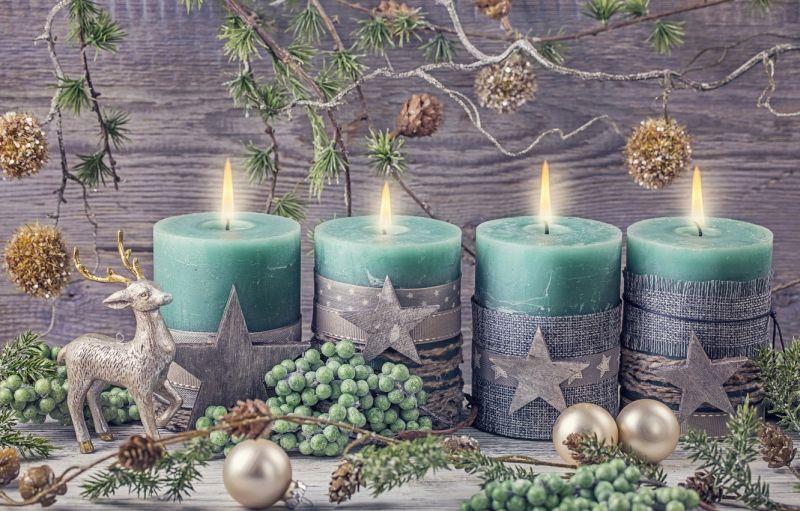 Зелено-срібляста свічкова композиція