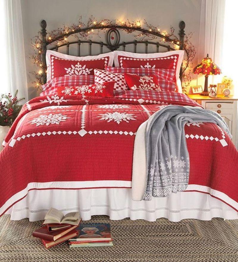 Новорічний декор для спальні: постіль з тематичним дизайном