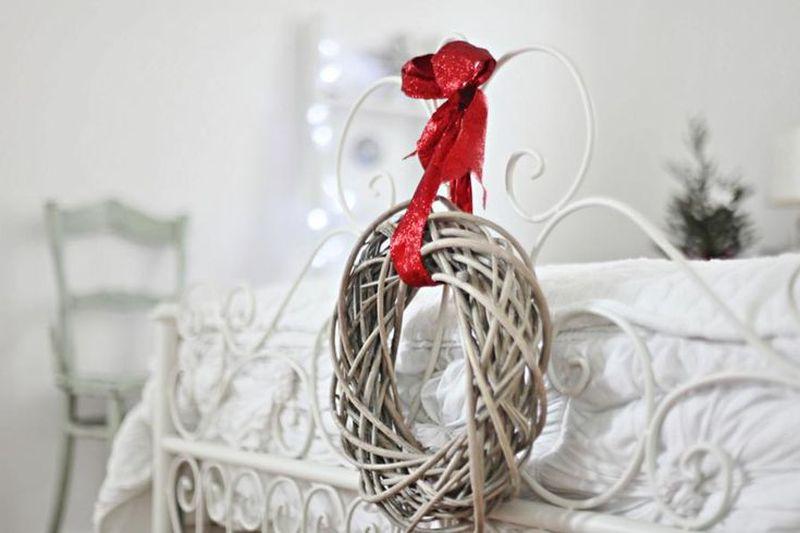 Новорічний декор для спальні - різдвяний віночок