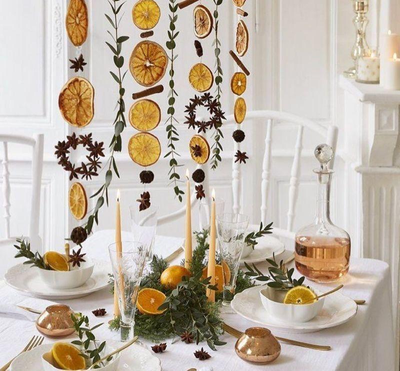 Цитрусовий декор: гірлянди з апельсинів і прянощів над святковим столом