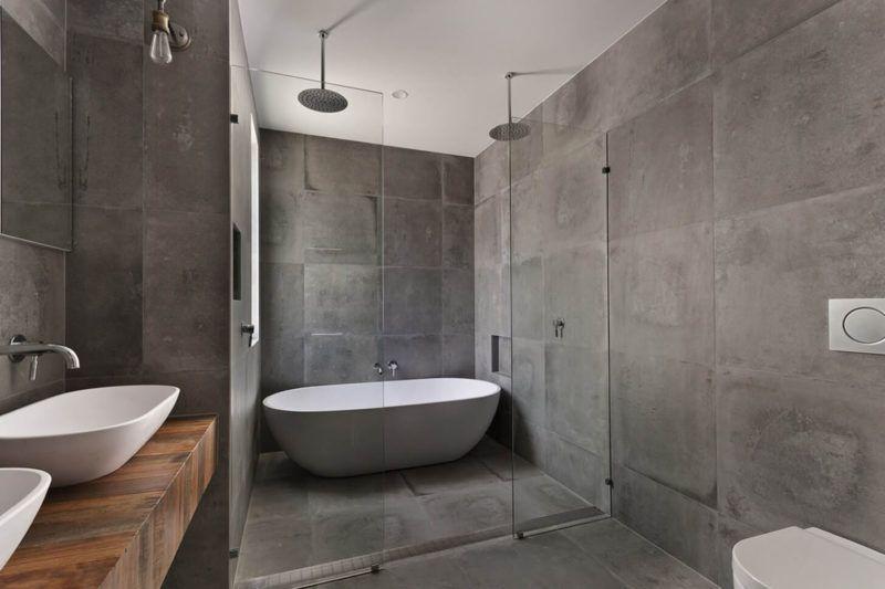 Бетонна обробка стін у ванній кімнаті