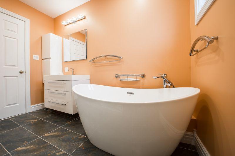 Пофарбовані стіни у ванній кімнаті - бюджетно, стильно, практично