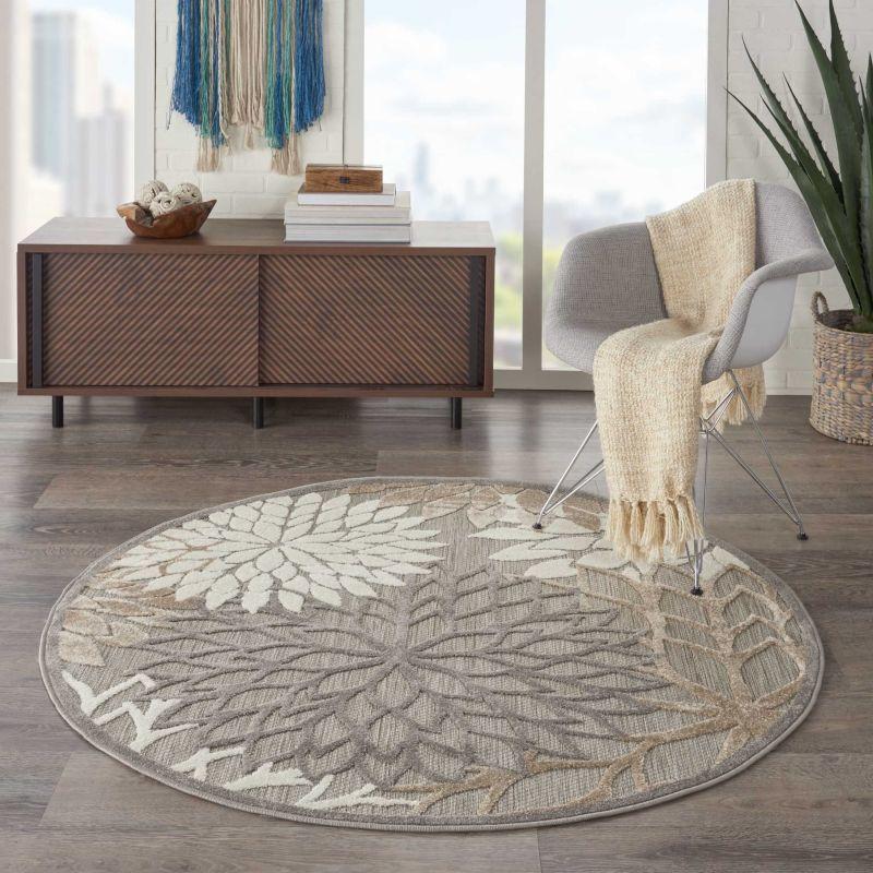 Круглий килим з рослинним орнаментом