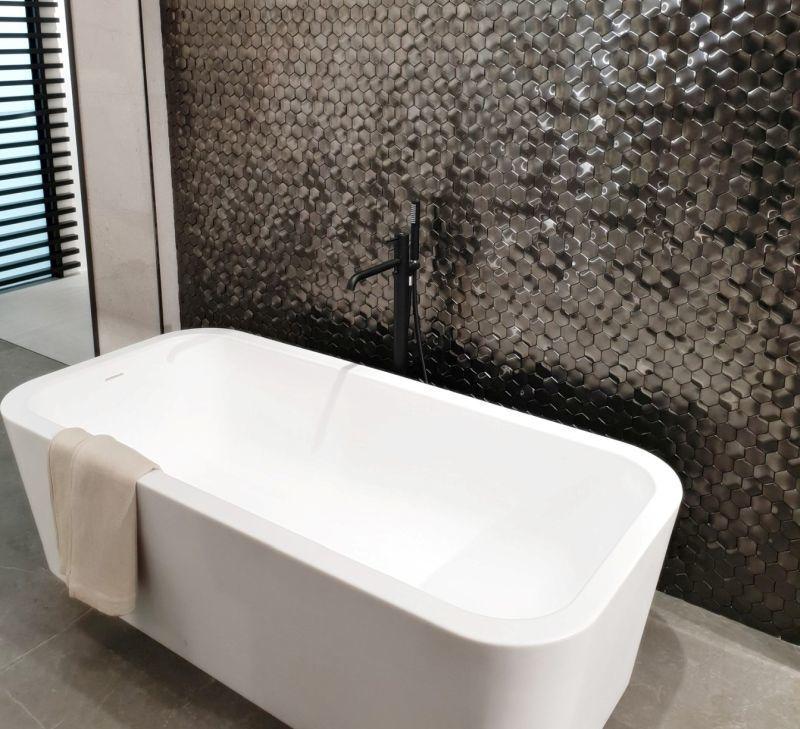 Стіни у ванній кімнаті з мозаїкою