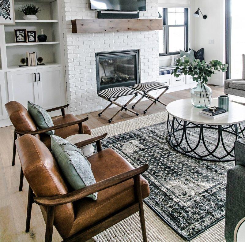 Вітальня без дивана: його заміняє група крісел