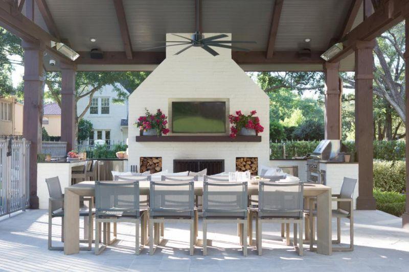 Відкрита літня кухня та зона відпочинку під навісом