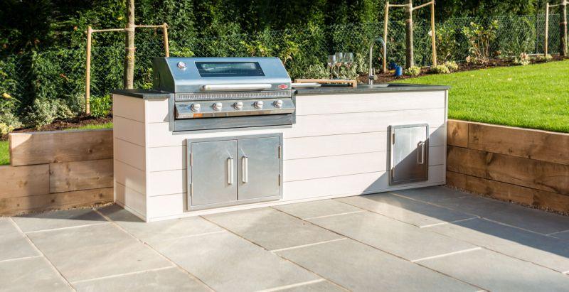 Мінімалістський варіант літньої кухні у дворі