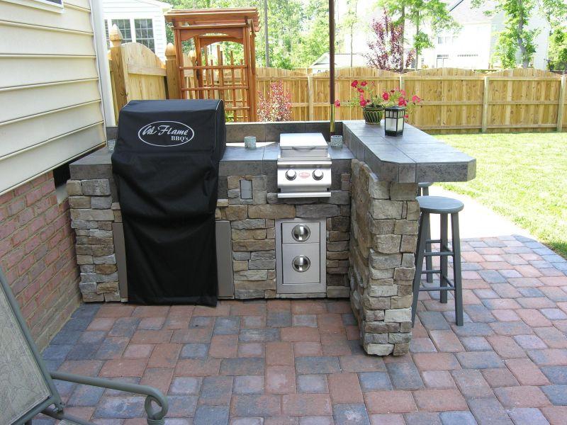 Мініатюрна сучасна кухня на дворі