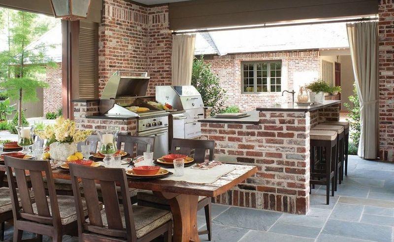 Закрита літня кухня з барбекю та грилем