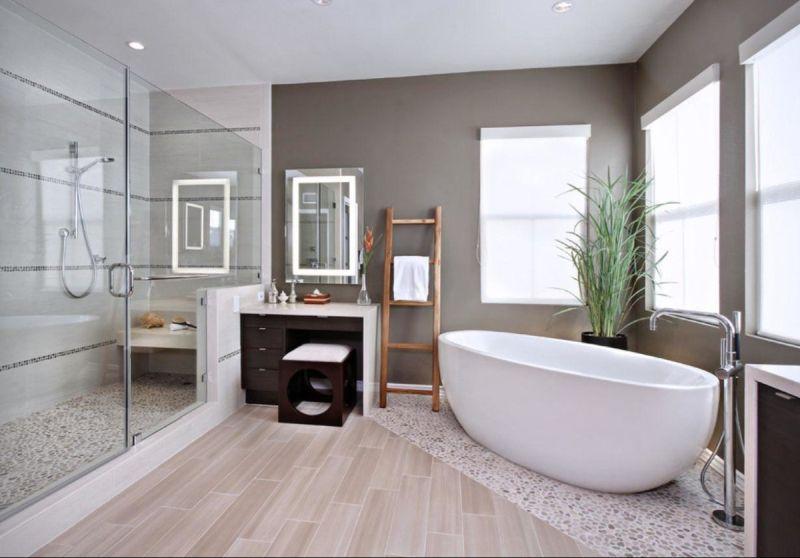Прозора скляна перегородка у ванній кімнаті