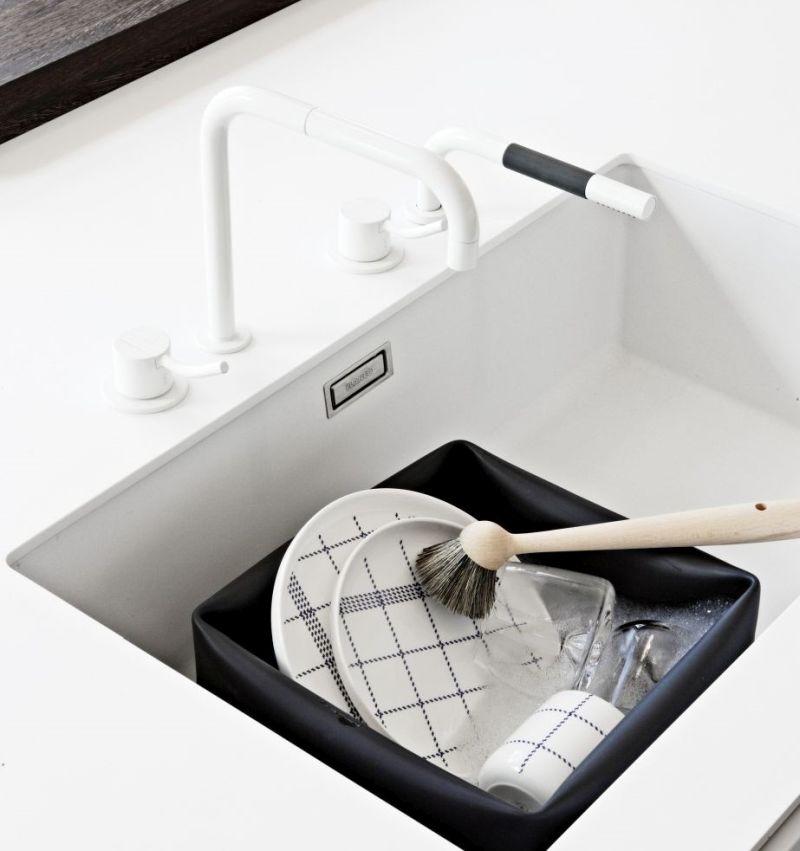Миття посуду допомагає не створювати безлад на кухні