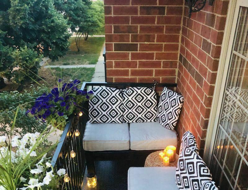 Зручний куточок на балконі