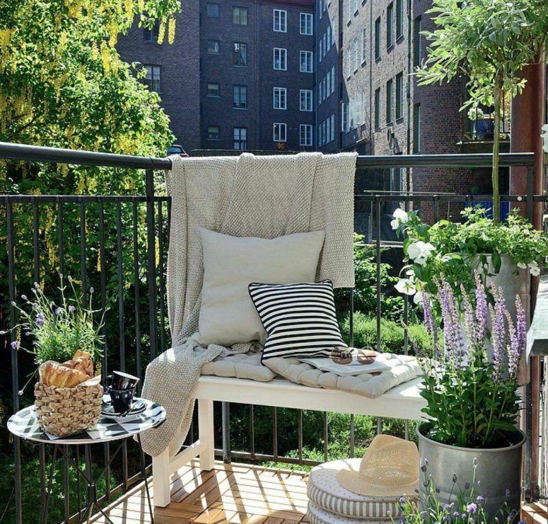 Облаштування балкона: декор живими квітами