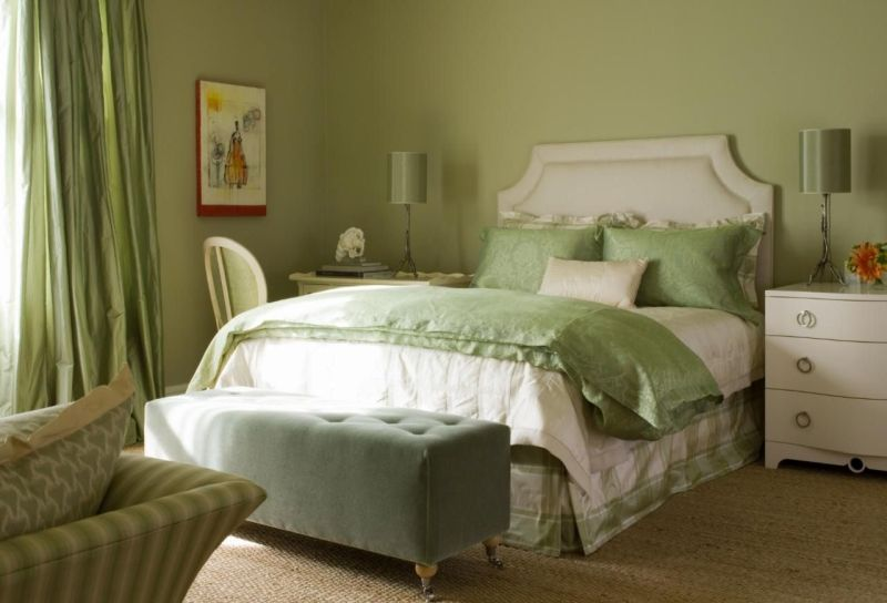 Поєднання відтінків зеленого кольору в інтер'єрі спальні 2021